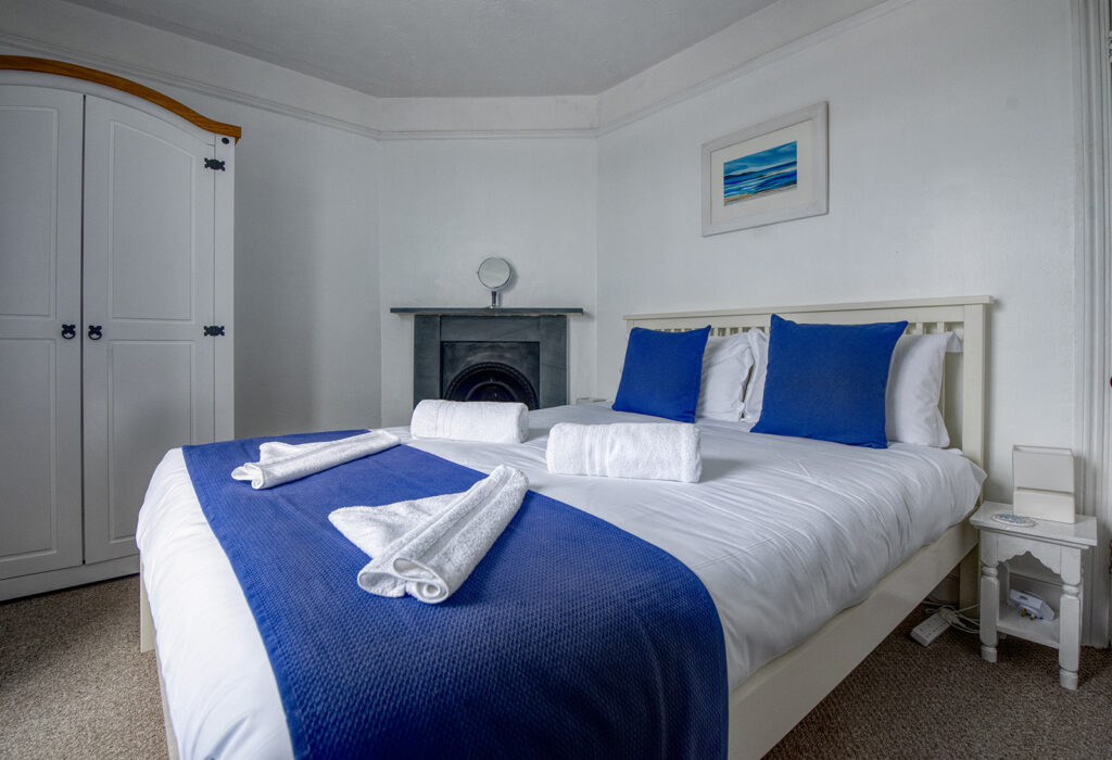 Coastguards View, Mevagissey - bedroom 1 -  views over harbour and out to sea